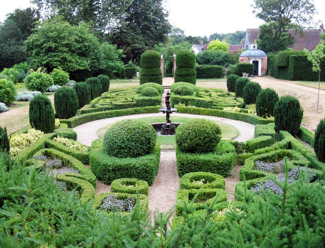 Bridge End parterre - knot garden